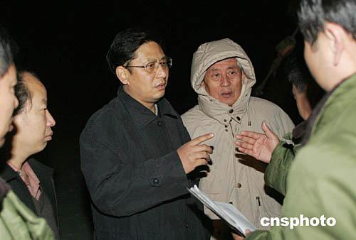图:孙华山现场指挥河北沙河矿难救援行动