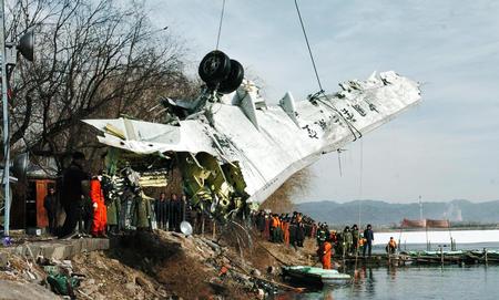 坠毁客机另一机翼和起落架找到1