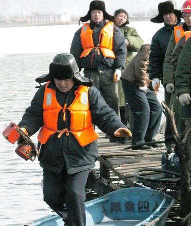 包头空难第一个黑匣子已打捞出水3