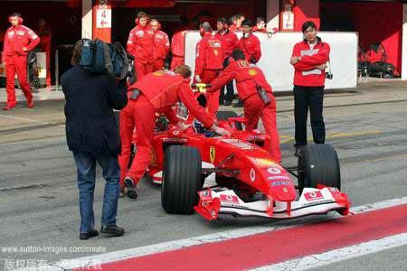 图文:F1巴西站后首次测试-收车回家!