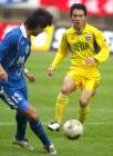 图文:上海国际3-2胜四川冠城 成亮比赛中防守