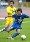 图文:上海国际3-2胜四川冠城 王�带球进攻