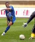 图文:上海国际3-2胜四川冠城 阿尔西诺射门
