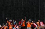 图文:广东足球十年等一回 球迷为球队加油鼓劲