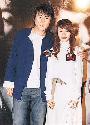 刘烨与同学袁泉抵港 宣传舞台剧《琥珀》(图)