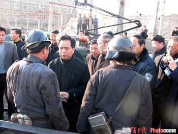 组图:陈家山矿难 有关方面正在组织抢救