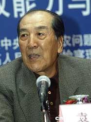 图:前国务院新闻发言人袁木主持《今日中国论坛》
