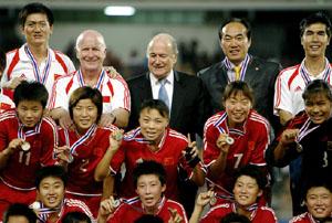 布拉特:中国的未来看女足(图)