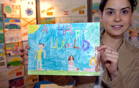 """世界和平的儿童""""的蜡笔画"""
