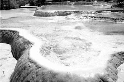 九寨沟风景区管理局和神仙池景区的相关负责人,但是双方对于剧组破坏