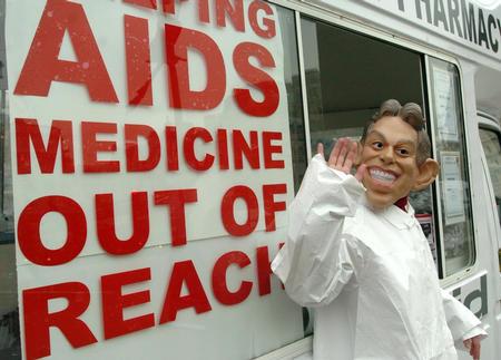 """图文:""""首相""""宣传艾滋病防治(2)"""
