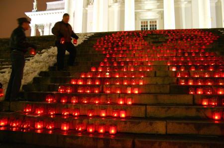 """图文:赫尔辛基举行""""世界艾滋病日""""活动(2)"""