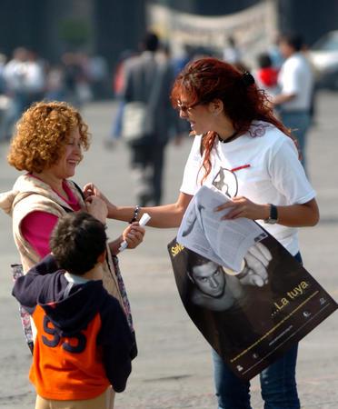图文:墨西哥城纪念世界艾滋病日(2)