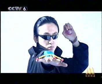 2002年《玫瑰黑客》饰黑客电脑专家迟小群