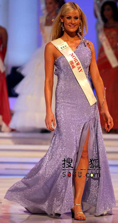 图文:2004世界小姐选美总决赛-传统服饰10