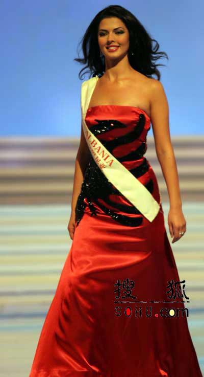 图文:2004世界小姐选美总决赛-传统服饰6