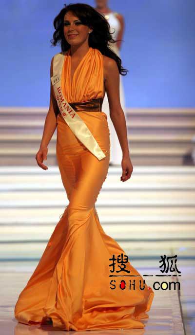 图文:2004世界小姐选美总决赛-传统服饰5