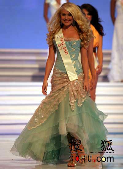 图文:2004世界小姐选美总决赛-传统服饰4
