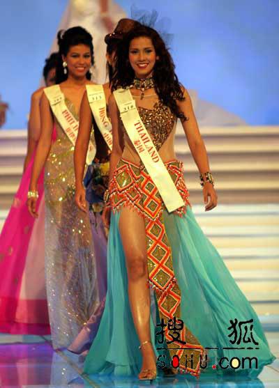图文:2004世界小姐选美总决赛-传统服饰2