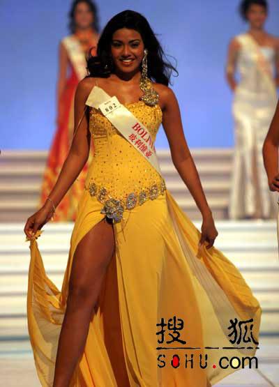 图文:2004世界小姐选美总决赛-传统服饰1