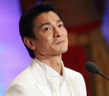 刘德华凭《无间道》获最佳男主角奖得奖