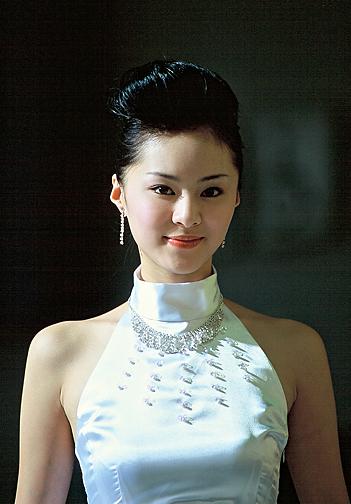 美眉实力证明 本届广州车展模特靓比从前(组图)