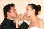 图文:谢晖、佟晨洁婚礼正式举行 新人喝交杯酒