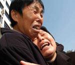 黄静母亲(右)痛不欲生