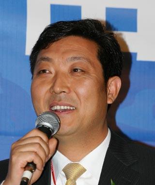 图:白领集团董事长苗鸿冰