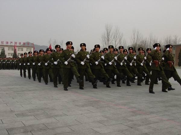 军事资讯_新闻频道 军事新闻 我军动态            新式军服让士兵换了新感觉