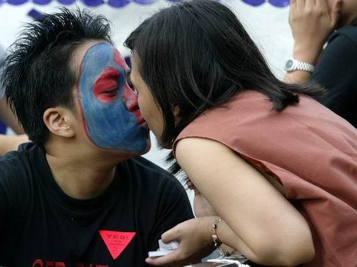 菲律宾同性恋者集会庆祝他们的节日(组图)
