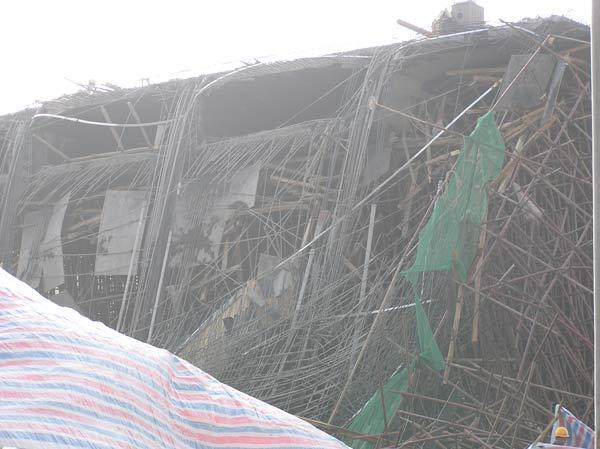 广清高速连接线工程支架坍塌1死1失踪(组图)