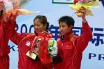 图文:乒联总决赛结束 女双亚军在领奖台上