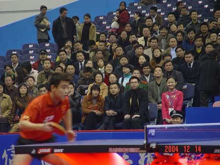 图文:乒乓球对抗赛我五战小便王皓紧盯来球-搜一岁全胜在家斗牛图片