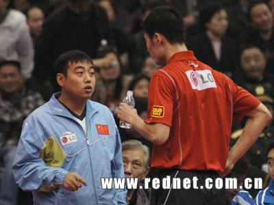 图文:乒球明星赛王励勤胜施拉格