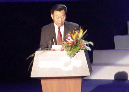 图文:神州数码董事长李勤在大会上讲话