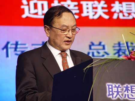 图为:联想控股董事局主席柳传志在大会上讲话
