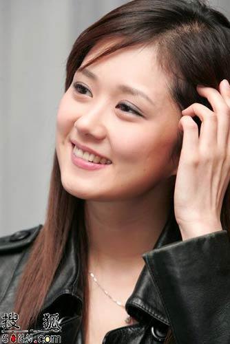 组图:韩国女星张娜拉访港