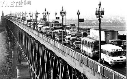 南京长江大桥能否加一层引发全城大讨论(图)