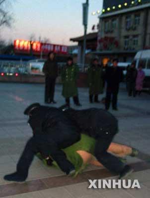 组图:抓捕抢劫强奸女学生嫌疑人