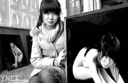 外国青少年人体艺术_四川   昨日,一场名为《绝色成都》的三维立体人体艺术摄影展在锦城