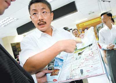 这批在泰国普吉岛旅游的上海游客终于平安抵沪与家人