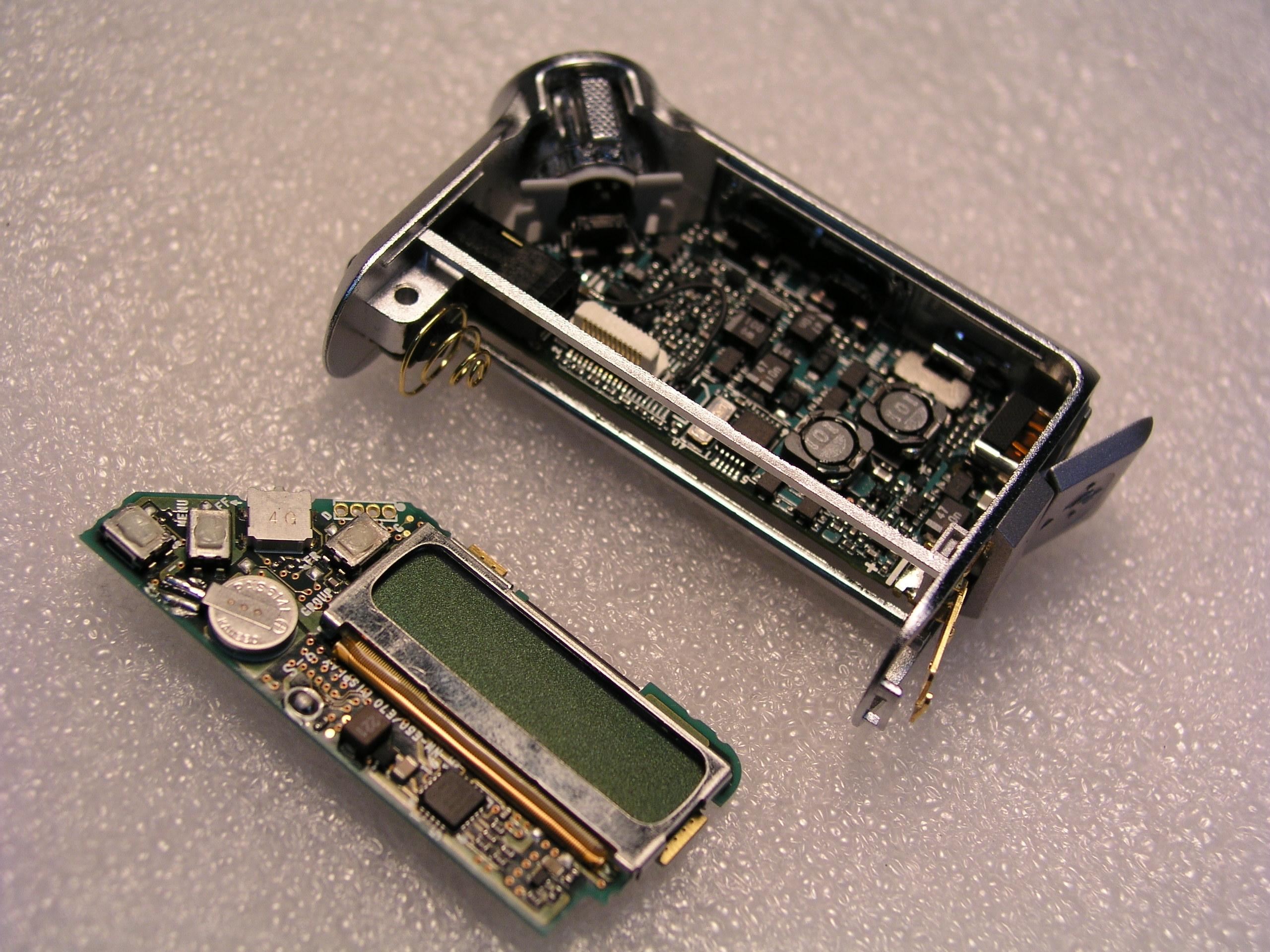 采用双层电路板设计