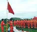 中国救援队在驻地升国旗