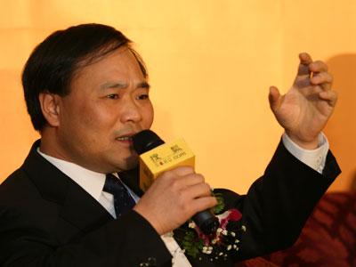 图:吉利集团董事长 李书福现场演讲