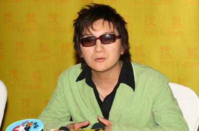图文:明星闪耀 杨臣刚接受采访