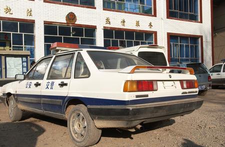 大祸源自管理混乱  1月5日,一辆停放在青海玉树藏族自治州玉树县民主