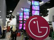 正在搭建中的LG展台