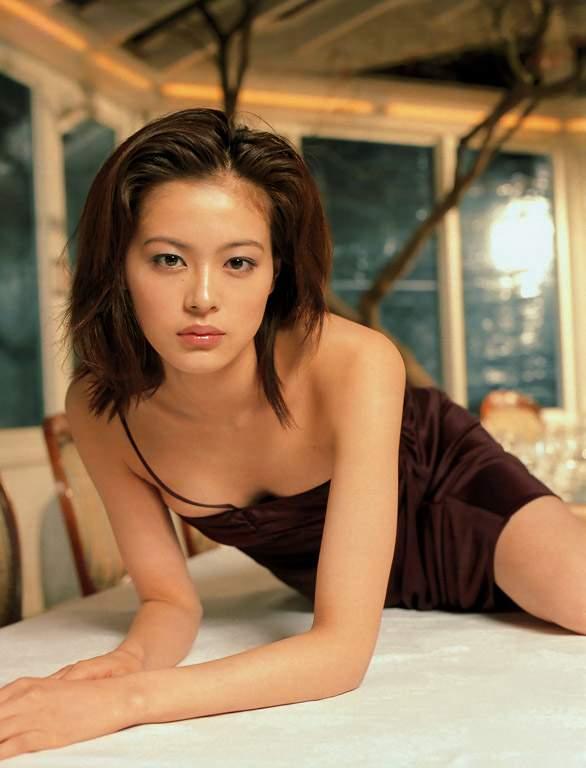 一脱定东京的名星_美女黑谷友香一脱成名 魔鬼身材不靠减肥(图)