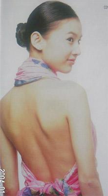 《功夫》女主角黄圣依亮丽造型